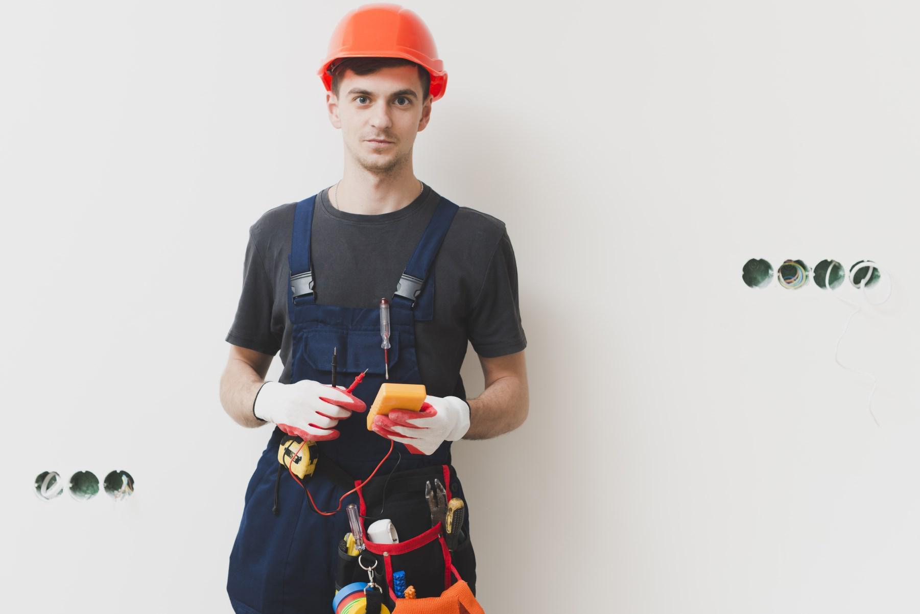Diventare elettricista: ecco come intraprendere questa professione