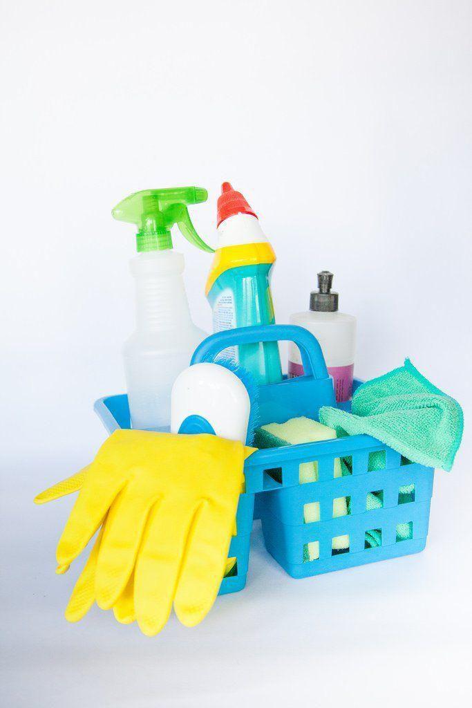 pulizia con prodotti chimici
