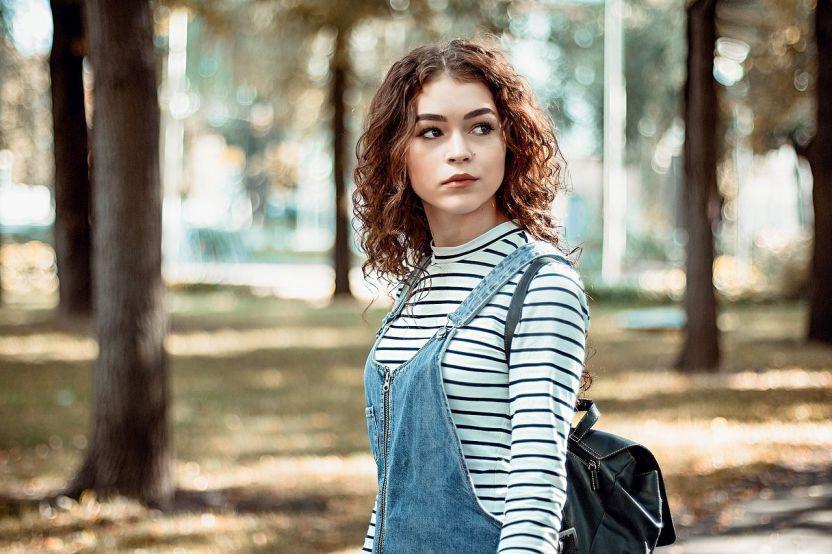 Donna al parco