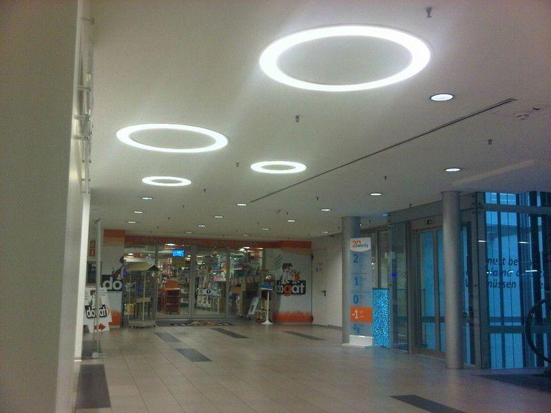 L illuminazione nei centri commerciali