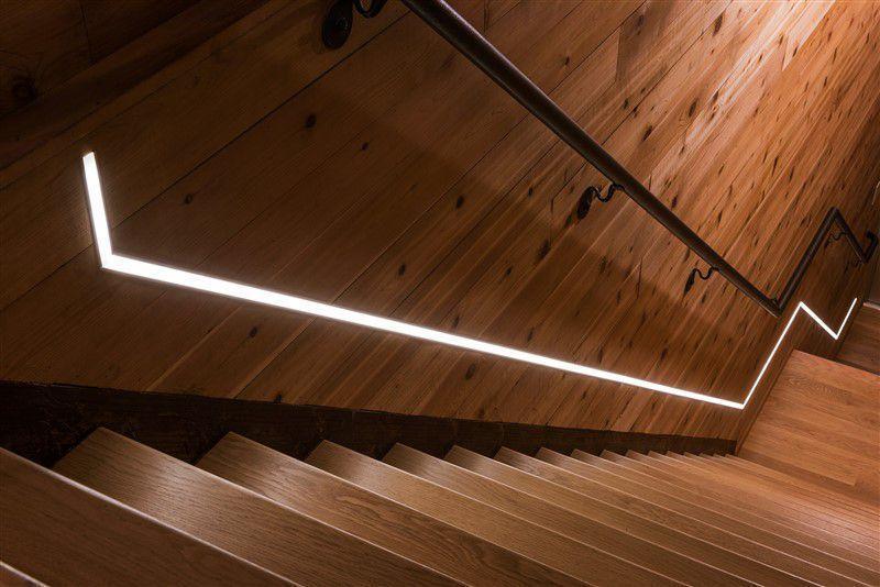 Come illuminare le scale ecco i consigli per un 39 illuminazione di design - Illuminazione scale interne led ...