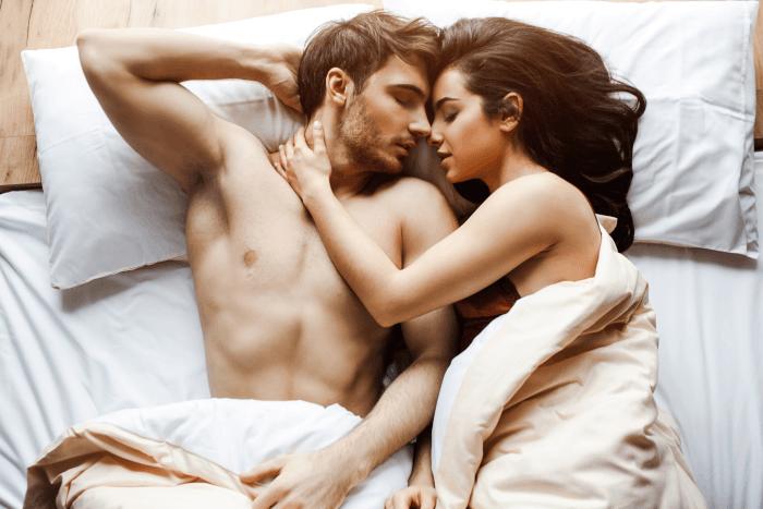 coppia-letto