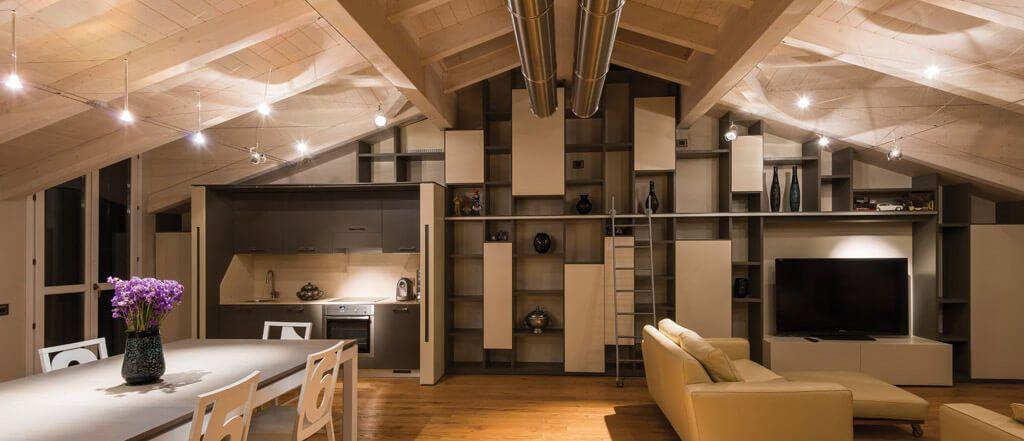Come illuminare correttamente una mansarda for Illuminazione sottotetto legno