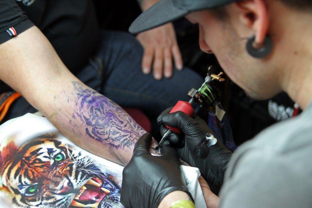 guanti in nitrile per tatuatori
