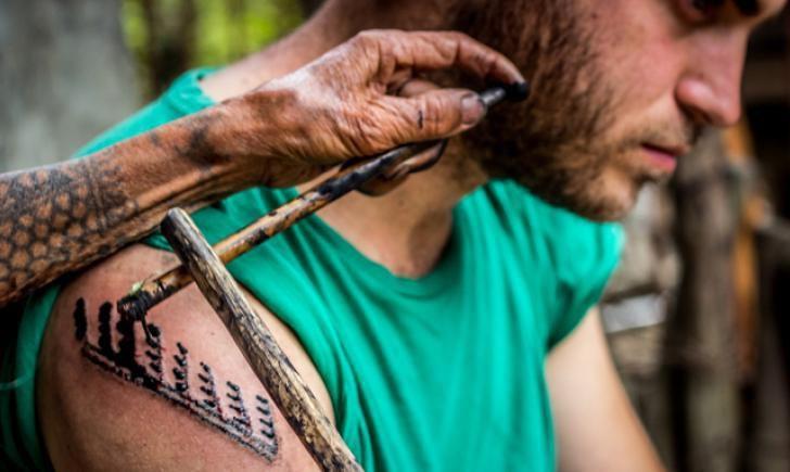 esecuzione di un tatuaggio kalinga batok